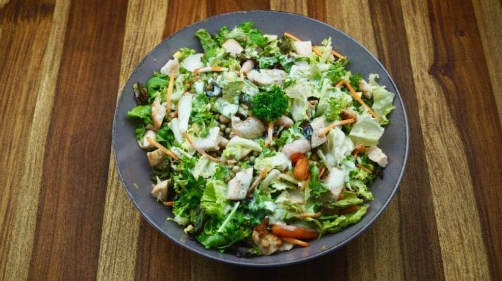 Healthy 10 minutes garden salad for grilling