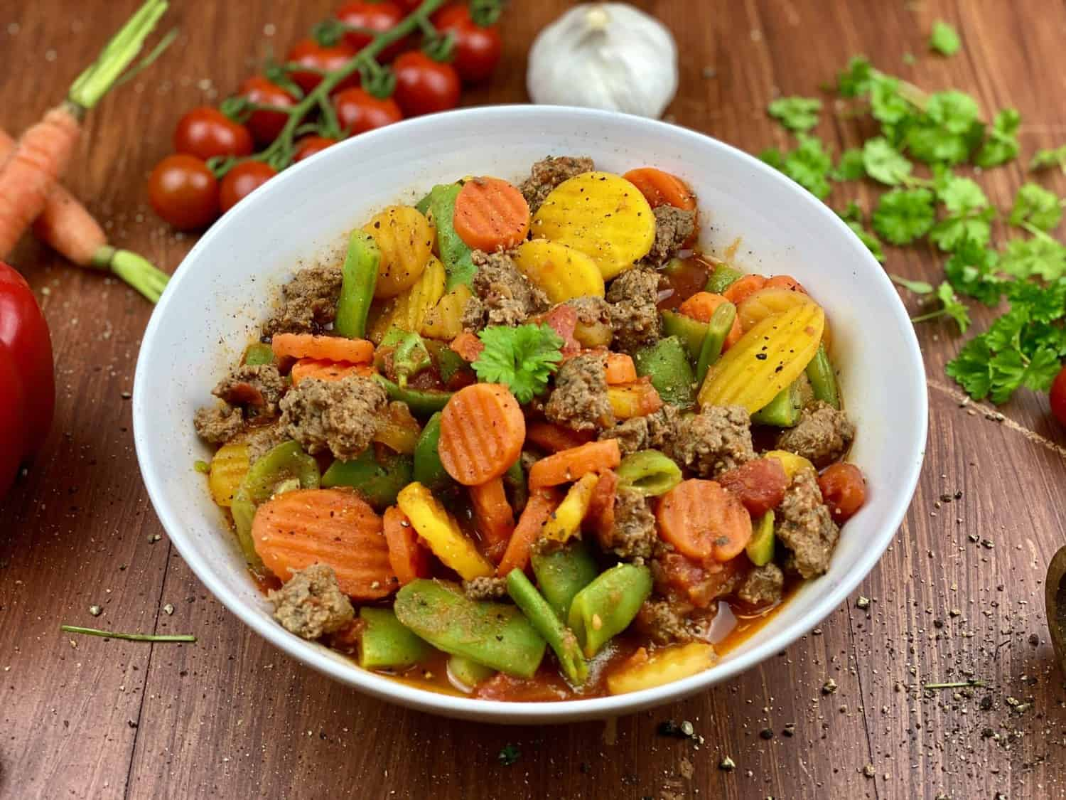Garlic vegetable pan with minced meat