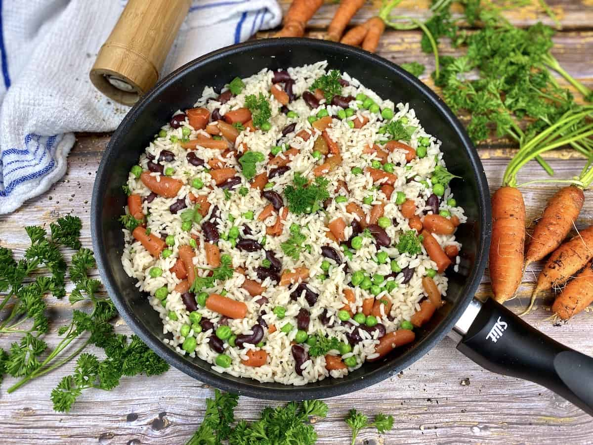 Rice with peas, carrots and beans